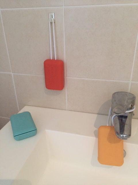 Présentation étui à savon sur l'évier